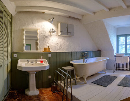 Bathroom at Château de Suronde
